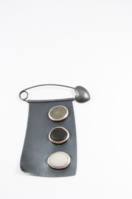 Brooch: Pebble & Silver